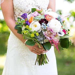 modern-and-elegant-wedding-bouquets