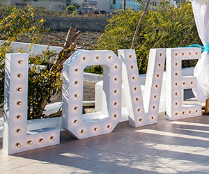 Santorini bulb love letters